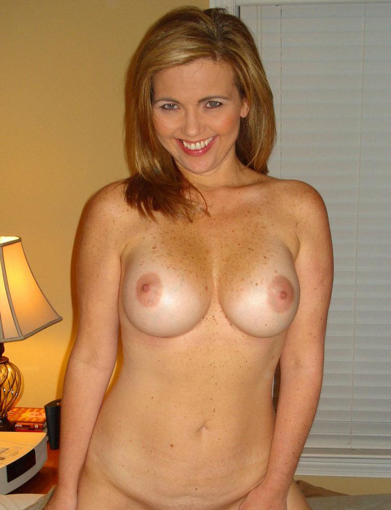 Belle femme mature nue en photo dans le 07 cherche bite à sucer