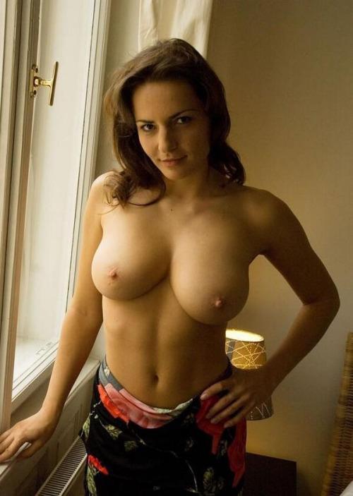 Belle femme mature nue en photo dans le 12 cherche bite à sucer