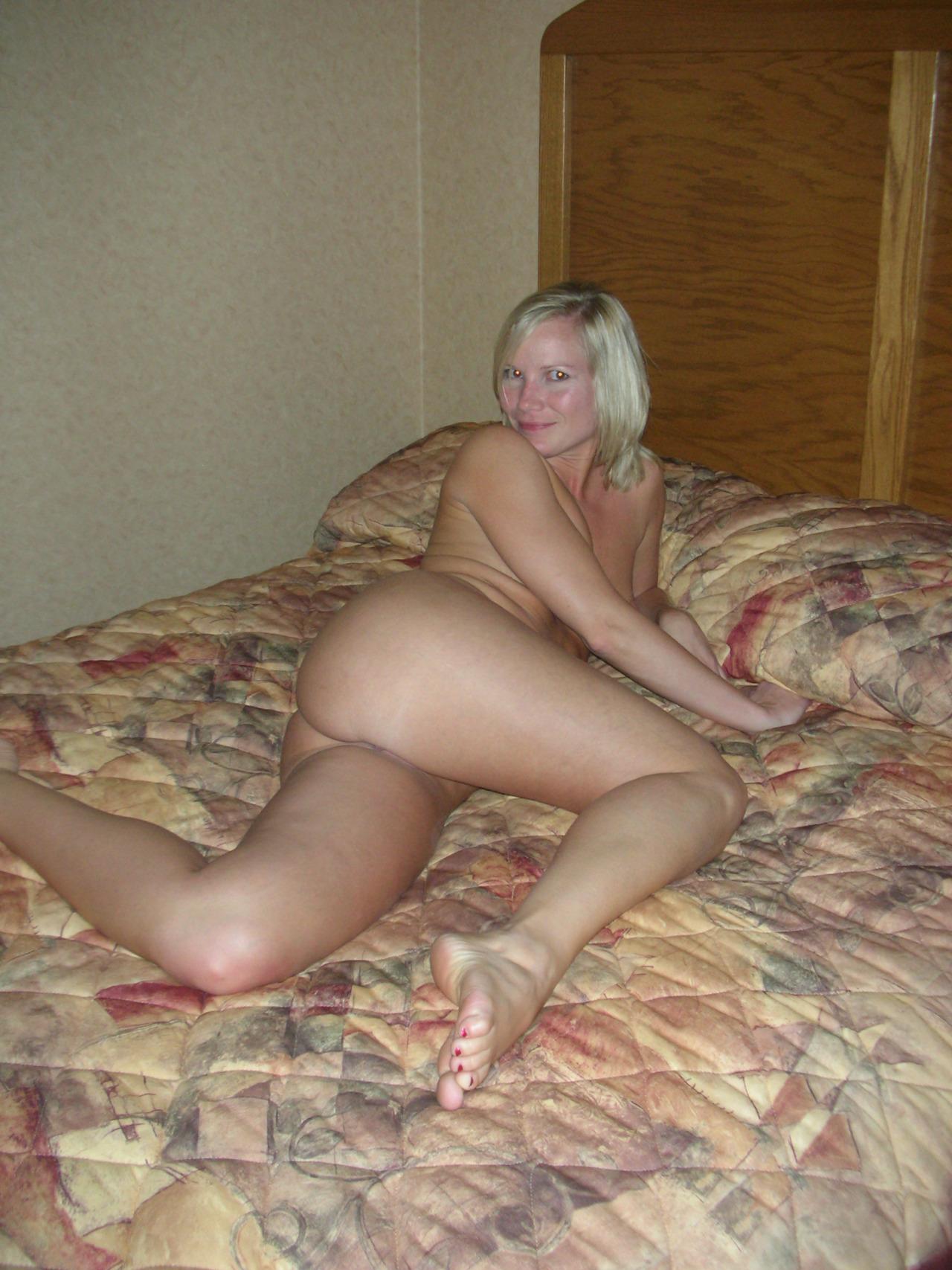 Belle femme mature nue en photo dans le 17 cherche bite à sucer