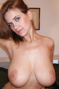 Belle femme mature nue en photo dans le 33 cherche bite à sucer