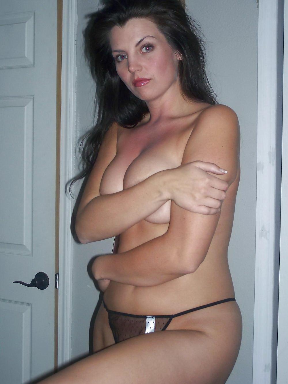 Belle femme mature nue en photo dans le 51 cherche bite à sucer