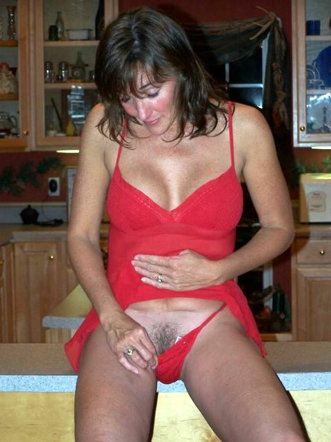 Belle femme mature nue en photo dans le 74 cherche bite à sucer