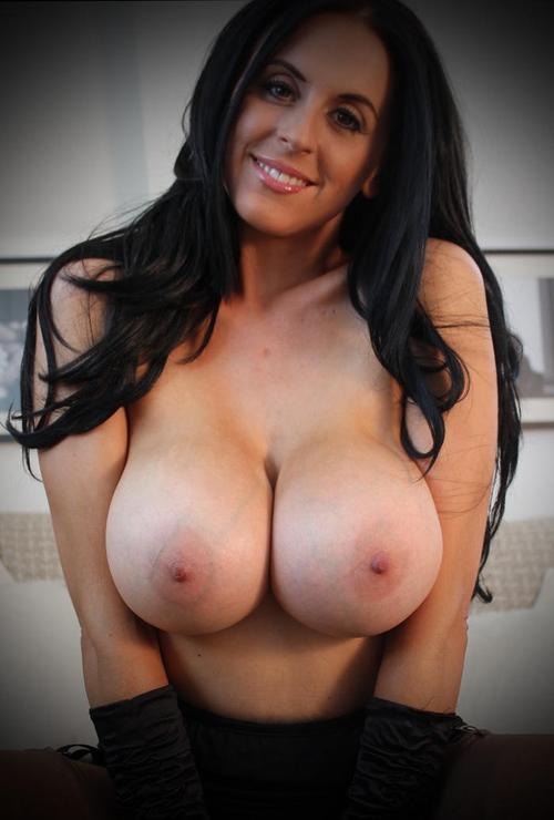 Belle femme mature nue en photo dans le 83 cherche bite à sucer