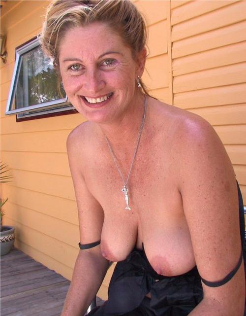 PhotosFemmes matures du 36 nues à chatte humide